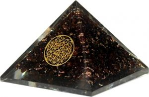 Orgone Piramide Groot - Granaat Flower of Life