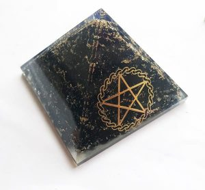 Orgonite Piramide met Pentagram