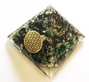 Orgonite Piramide van Chrysocolla met Flower of Life (40 mm)